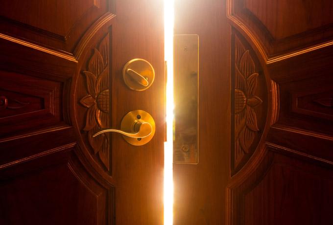 Истина — это дверь, которая всегда открыта.
