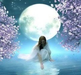 Женская сила и магия Луны.